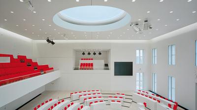 Neues Konzept mit LEDs lässt BayWa Baustoffe leuchten
